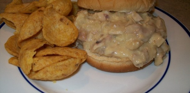 crock-pot hot chicken sandwiches