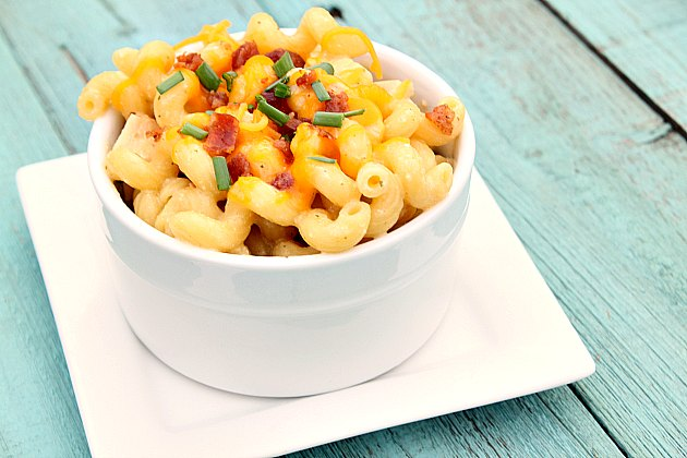 Crock-Pot Cheesy Bacon Ranch Pasta {via CrockPotLadies.com} - This easy and kid friendly recipe is a family favorite. The combination of cheese, bacon, ranch and pasta makes any weeknight dinner a breeze!