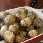Crock-Pot Garlic Parsley Potatoes - With just 5 simple ingredients these Crock-Pot Garlic Parsley Potatoes make for the perfect side dish. Tender new potatoes are tossed with garlic and parsley and then tossed with olive oil and seasoned just right! | CrockPotLadies.com