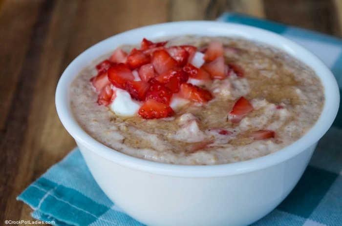 Crock-Pot Strawberries & Cream Oatmeal